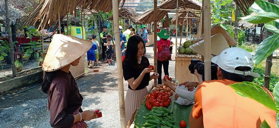 Hội chợ Ong Vang Farm